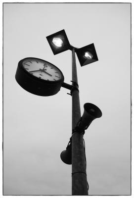 Lampen, Uhr und Lautsprecher